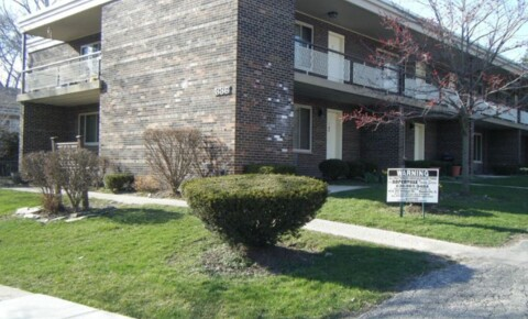 Apartments Near MWU 336 Pennsylvania Avenue 7 for Midwestern University Students in Downers Grove, IL