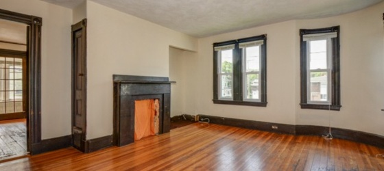 Huge 5BD/2BA at BranVan Stop