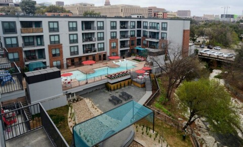 Apartments Near UT Austin 912 Red River St for University of Texas - Austin Students in Austin, TX