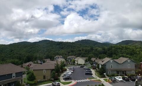 Apartments Near North Carolina Room for Rent: Cottages of Boone for North Carolina Students in , NC